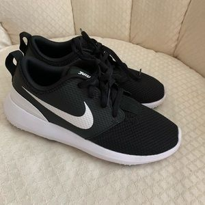 Boys/Girls Nike Youth Golf Shoe Size 3Y